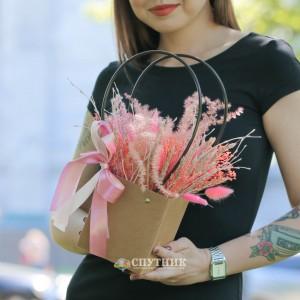 Букет из сухоцветов бокс розовый / 1'900 руб