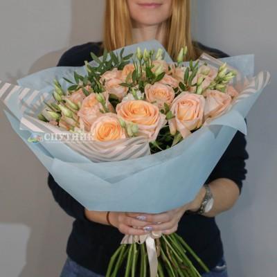 Букет 25 роз Тиффани с зеленью / 5'000 руб