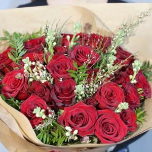 Букет 25 роз Эксплорер с зеленью / 5'500 руб