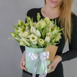 """Букет тюльпанов в шляпной коробке """"Мятный лайм""""  / 3'500 руб"""